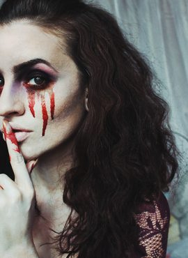 Halloween Spirit: Bloody Mary Makeup